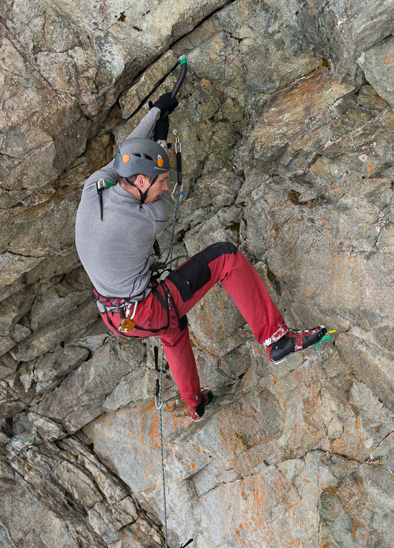 1f75b37a72c895 How to choose best hiking, mountaineering shoes? Spring, summer, autumn and  winter - WinterClimb.com