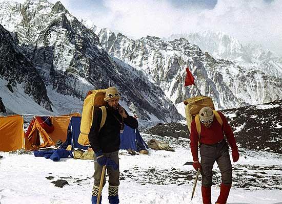 Zawada i Piotrowski wyruszają z Obozu 3 na szczyt