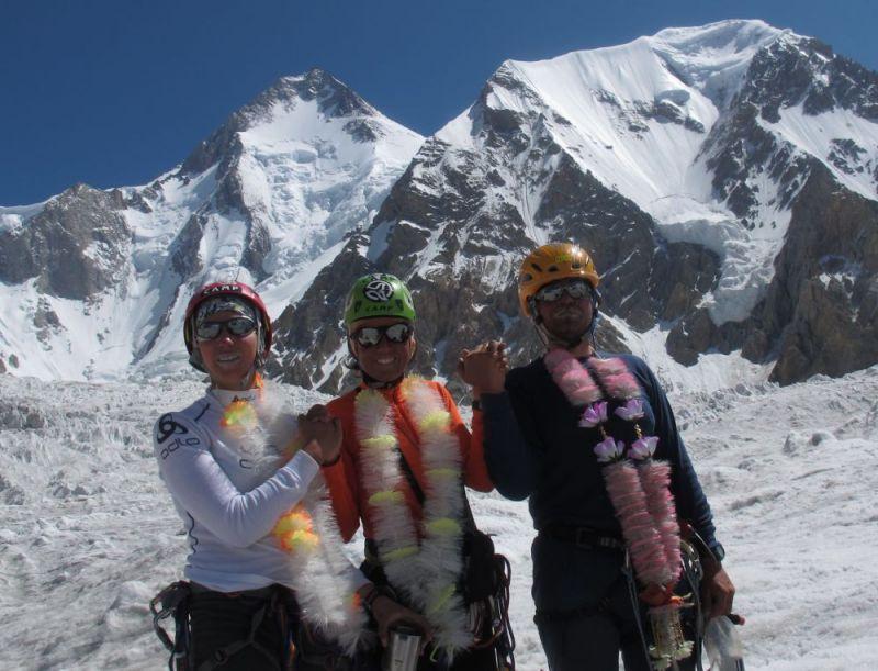 M. Khytrykova, O. Dzik i J. Teler po zdobyciu Gasherbruma II. Fot. arch. Ola Dzik