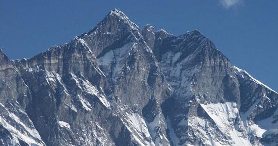 <a target='_blank'  data-cke-saved-href='http://drytooling.com.pl/baza/gory/1203-lhotse' href='http://drytooling.com.pl/baza/gory/1203-lhotse' title='Lhotse - to szczyt w środkowej części Himalajów Wysokich, na granicy Nepalu i Chin. W 1921 roku Charles Howard-Buy ochrzcił górę nazwą Lhotse, po tybetańsku oznacza to Południowy Szczyt, znajduje się ona bowiem na południe od Everestu, oddzielona od ' class='redlinker'>Lhotse</a>