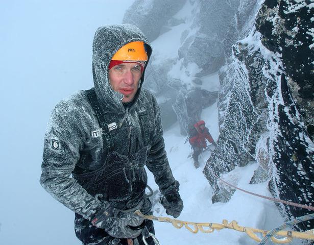 Pod szczytem Kościelca po zimowo-klasycznym przejściu drogi Jasiński-Kowalczyk na wschodniej ścianie, luty 2010 fot. Krzysztof Goździewicz
