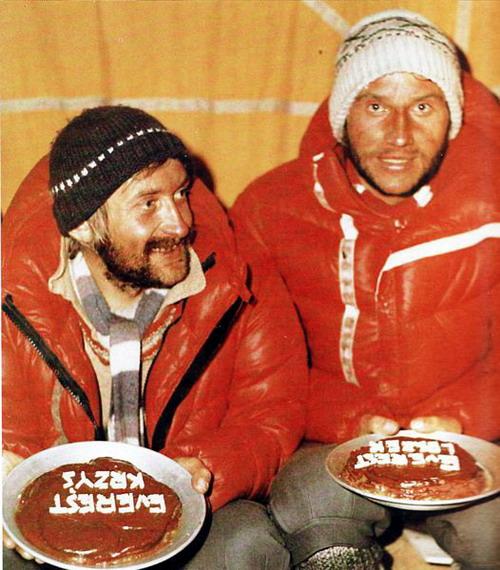 Krzysztof Wielicki i Leszek Cichy fetują zdobycie Mount Everestu w Zimie