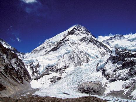 Everest z lodowca Khumbu. Fot. Agnieszka Kiela-Pałys.