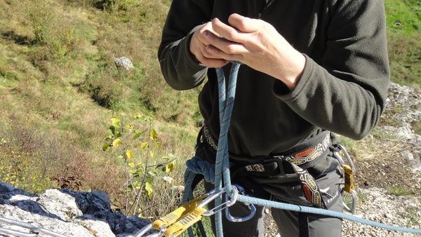 Nauka przewiązywani liny przez ring stanowiskowy