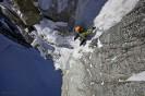 Ueli Steck na Supercouloir na Mont Blanc du Tacul.