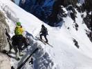 Narciarze nad Baranią Przełęczą